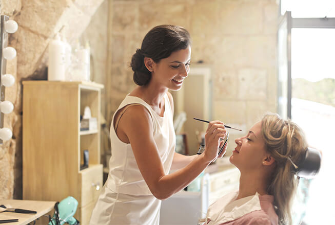 How to become a professional make-up artist